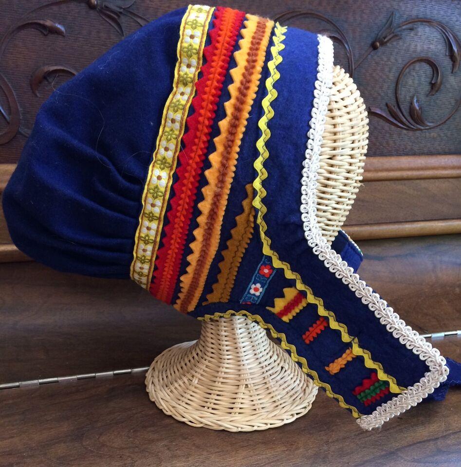 Description. I am offering a traditional Laplander hat. 26f5d7e013a