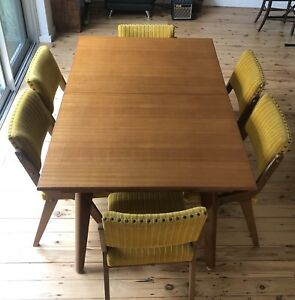 Vintage Chiswell 6 seat extendable dining table