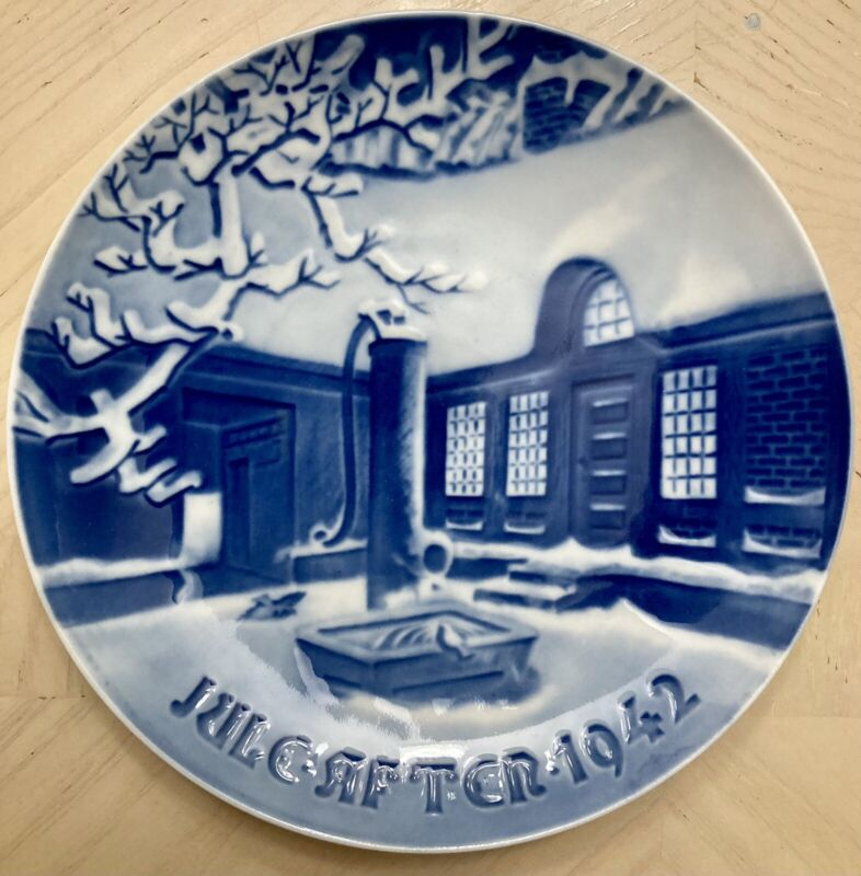 Bing & Grondahl B&G 1942 Christmas Plate WWII Era Danish Farm House Snowy Night