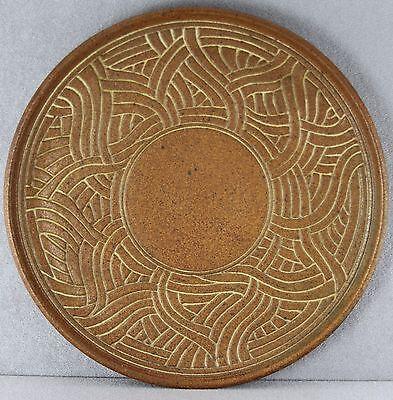 MID-CENTURY CARL LINDGREN SCANDINAVIAN POTTERY PLATE INCISED GEOMETRIC 13 INCH