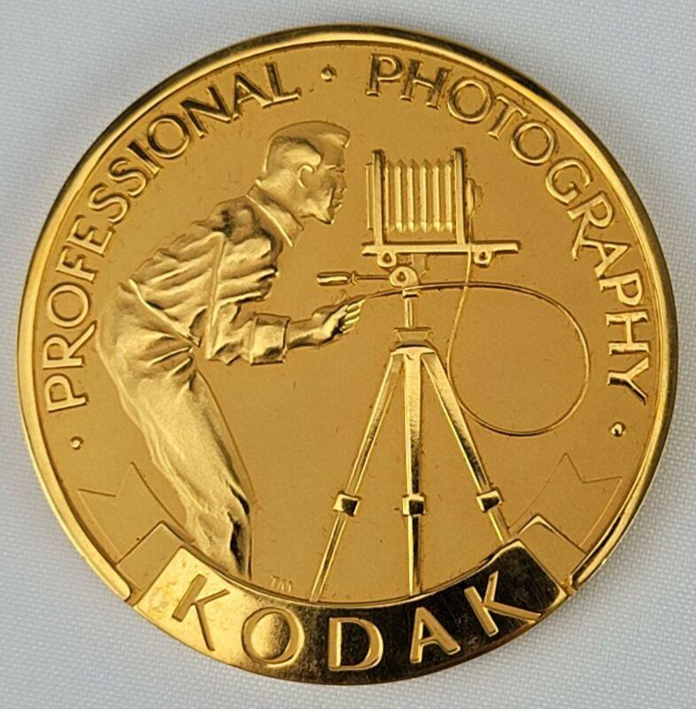 VTG KODAK PROFESSIONAL PHOTOGRAPHY FOLDING CAMERA TRIPOD MEDAL PAPERWEIGHT NOS