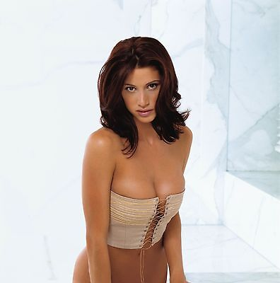 Shannon Elizabeth Unsigned 12X18 Photo  24