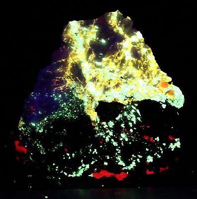 Fluorescent specimen Franklin NJ Esperite Hardystonite Calcite Clinohedrite