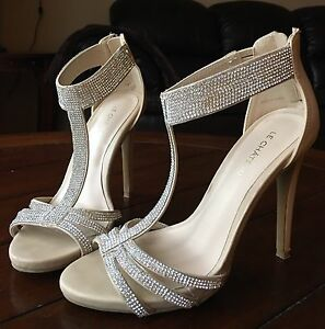 Nude Sandals with Sparkling Stones