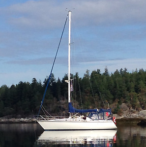 Hunter 34 Sailboat for sale, with great cockpit enclosure