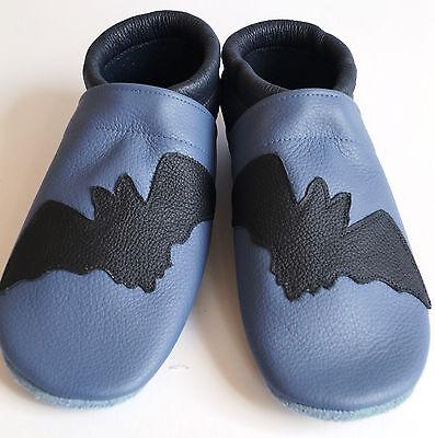 Lederpuschen  Gr. 29 , Fledermaus auf blau , Hausschuhe Leder No-Name (Fledermaus Schuhe)