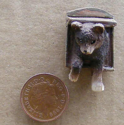 1:12 Scale Dolls House Miniature Resin Cat In A Flap Garden Tumdee Pet Accessory