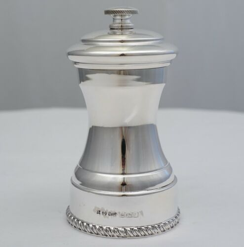 """High quality 4"""" vintage English sterling silver Pepper Mill, B.1968, 180g."""
