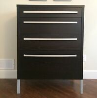 Gently used sturdy 4 drawer dresser