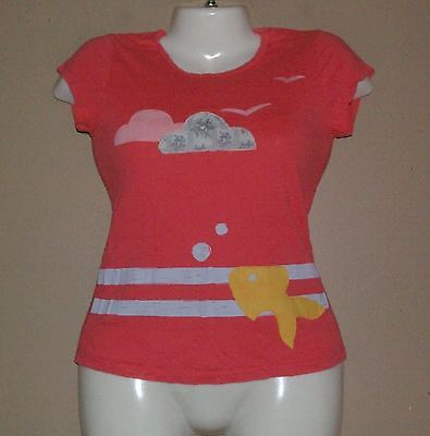 JUNIORS CRAFTY COUTURE PEACH T SHIRT SIZE SMALL FISH & CLOUDS BIRDS -