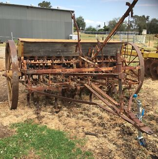 Antique Seeder Westdale Tamworth City Preview