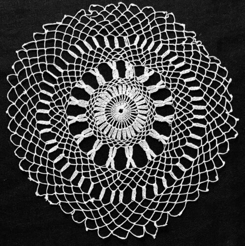 """Old Vintage Gorgeous Off- white Armenian Knotted Lace Doily 7 1/2"""" Diameter"""