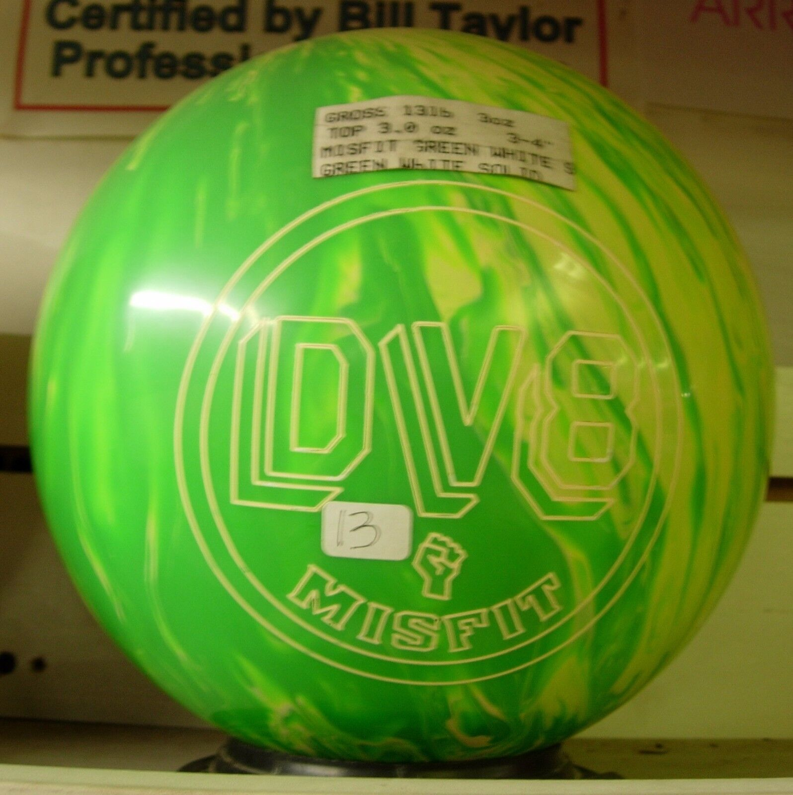 13 Former Display Dv8 Misfit Green/white Solid Bowling Ball
