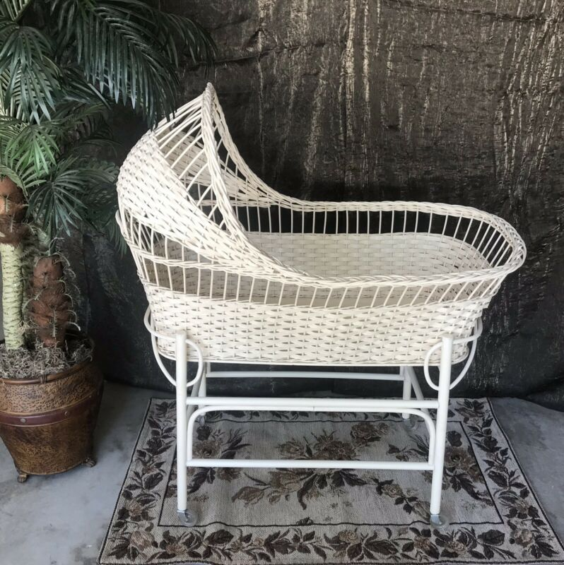 💜Vintage Wicker Baby Bassinet Circa 1965 Excellent Condition!