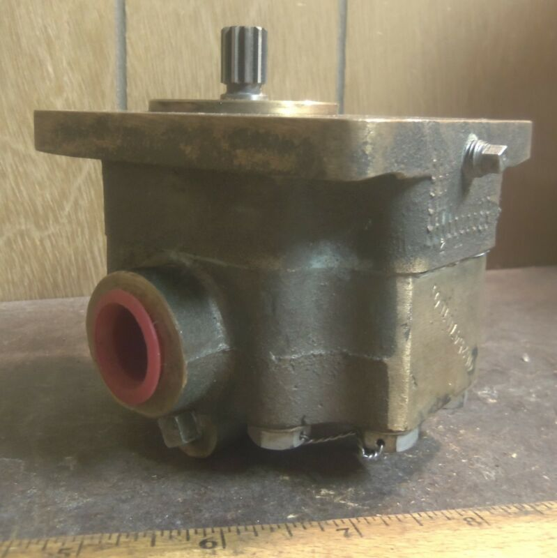 Bronze Hydraulic Pump with Splined Shaft - P/N: 06254701001 (NOS)