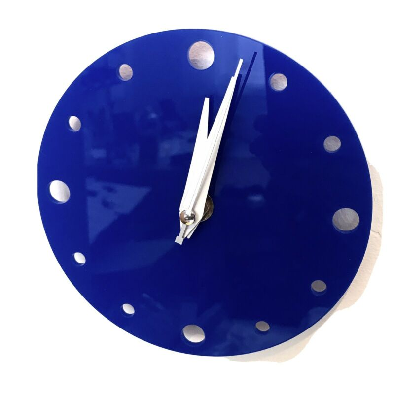 Small+Round+Wall+Clock+In+Blue+