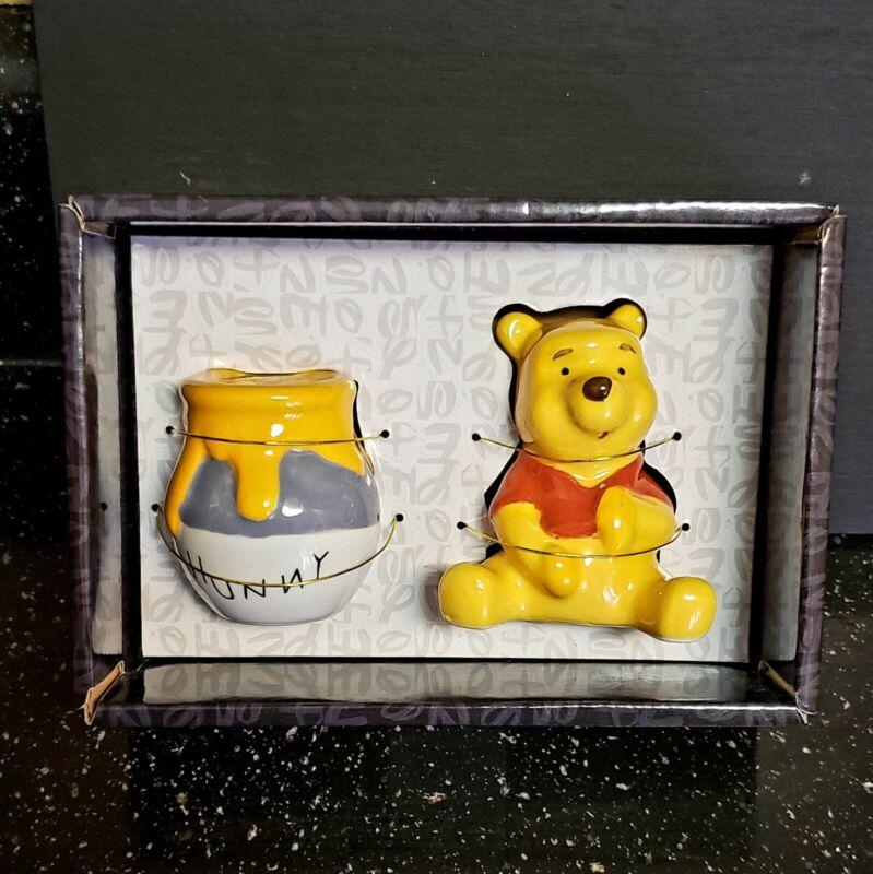 Disney Winnie the Pooh And Honey Pot Ceramic Salt & Pepper Shaker Set (hunny)