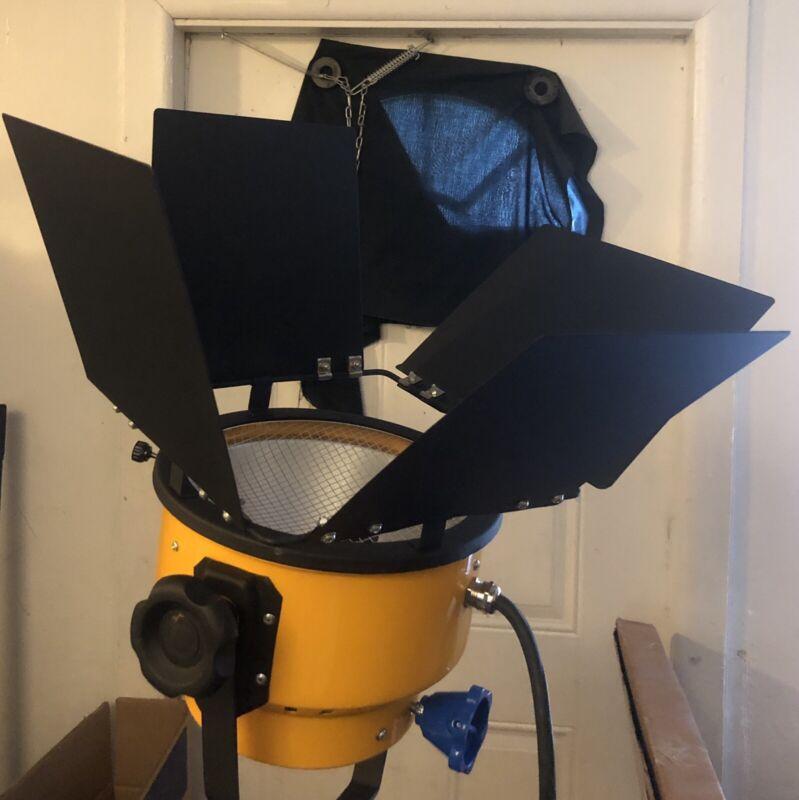 2K Watt Studio Light With Barndoors and Lightbulb
