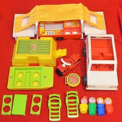 VINTAGE FISHER PRICE LITTLE PEOPLE #992 CAR & POP UP CAMPER SET COMPLETE