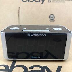 Emerson Dual Alarm FM Clock Radio Smart Set Auto DST Aux In USB Charging 2.B1