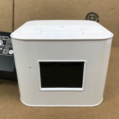 Venturer Dual Alarm Clock Radio with iPod iPhone Dock White Model CR8030iE5 4.E4