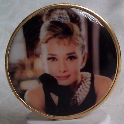 Emaillierte Medaille  Audrey Hepburn  (vergoldet)
