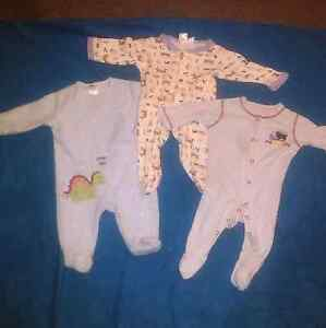 5 x Boys size 00 Onesies. Clayfield Brisbane North East Preview