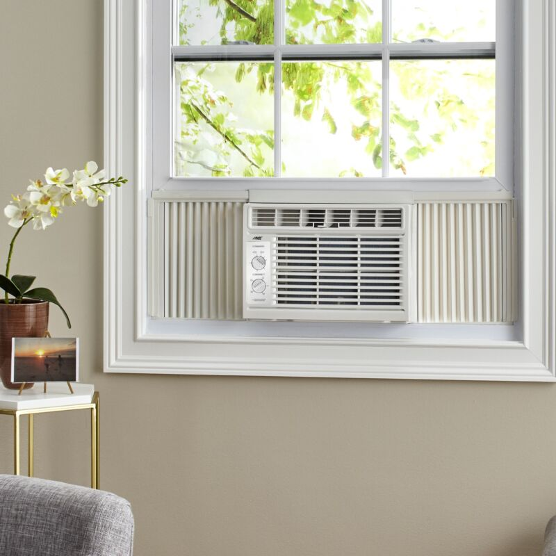 Arctic King 5000 BTU 115V Mechanical Window Air Conditioner small rooms/ offices