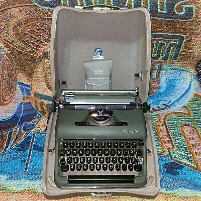 Vintage Olympia Deluxe SM3 Cursive Font Portable Typewriter w/Case - Works Great