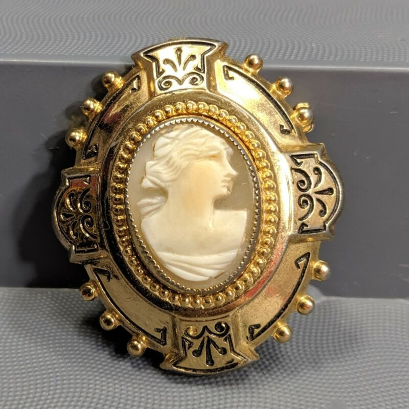 Vintage Antique Carved Shell Cameo Brooch