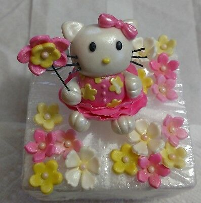 HELLO KITTY CAKE FIGURE & 5 DOZEN BLOSSOMS: Decorate Your Own Cake/Cupcakes!! - Hello Kitty Cake Decor