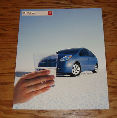 Original 2005 Toyota Prius Sales Brochure 05