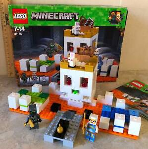 LEGO 21145 Minecraft The Skull Arena (one piece missing).