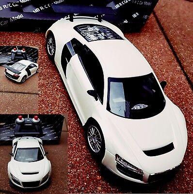 Ferngesteuertes Auto Spielzeug mit Gummireifen LED Licht + Fernbedienung 25cm