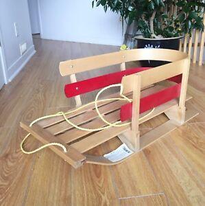 Traîneau en bois pour bébé