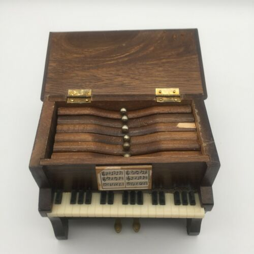"VINTAGE MINIATURE WOODEN 5"" X 5.5""  UPRIGHT PIANO COASTERS SET W/ 6 COASTERS"