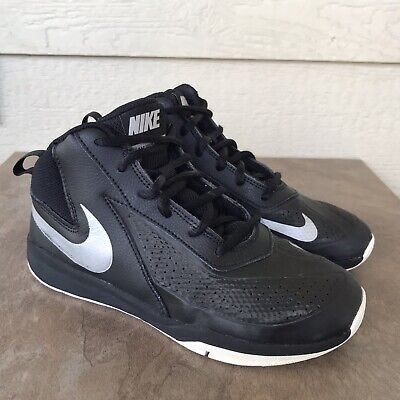Nike Team Hustle D7 Kids Youth Boys Basketball Shoes Size 3Y Black White Sneaker