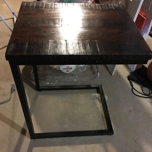 Set of two U end tables