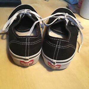 Men's Black Vans Size 7