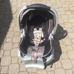 Snug Ride 35 car seat with 2 bases