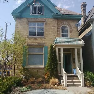 Great downtown 2nd floor apartment in a century old house