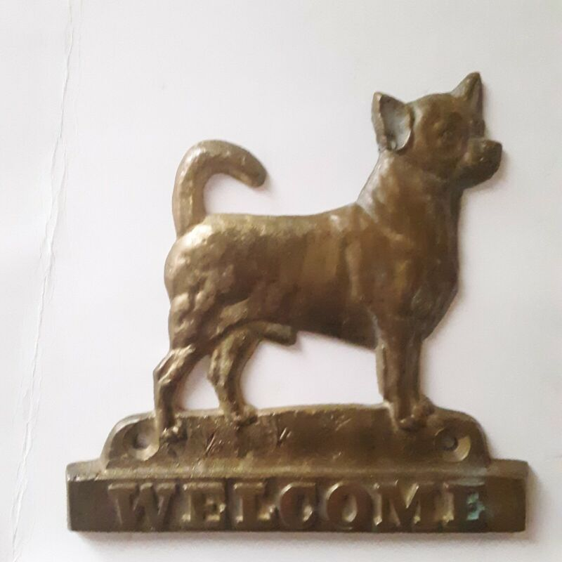 Art -Dog  Chihuahua Brass Welcome Sign