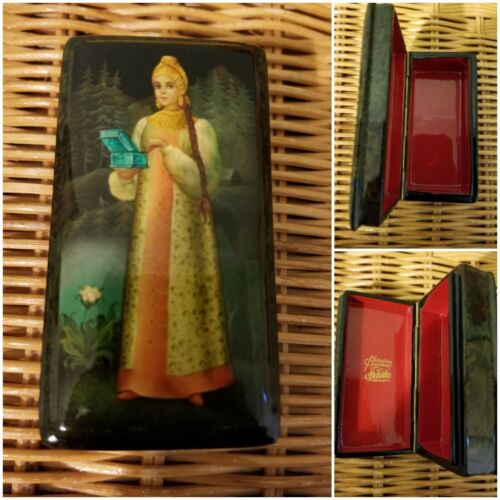 """Russian Fedoskino Lacquer Box """"Standing with the Malachite Box"""""""