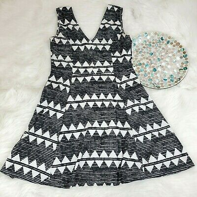 H&M Womens Flare Dress Size Large Black White Geo V-Neck Knit Stretch oBT11