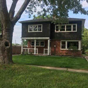 Gorgeous 3 bed / 2 bath main floor in Grimsby