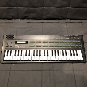 Yamaha DX 100 FM synth