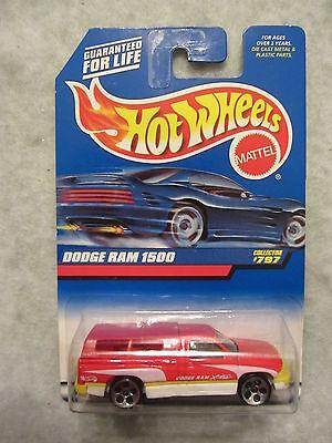 Hot Wheels 2000-797  DODGE RAM 1500  Red   NOC  1:64 scale  ( 918+) 19966
