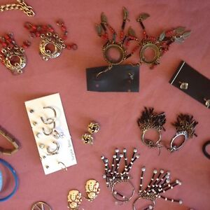 Earrings $1 each Cranbourne Casey Area Preview