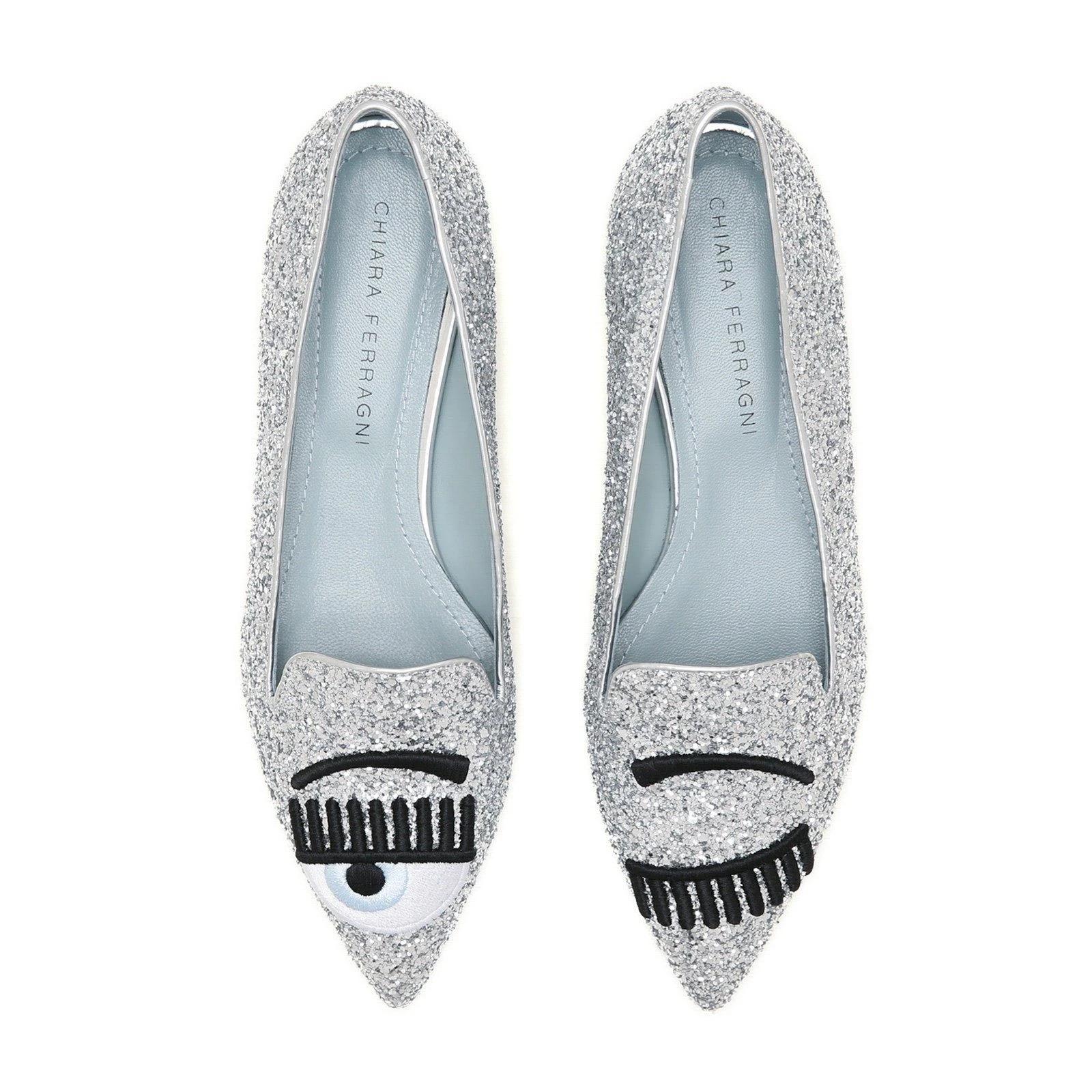 Chiara Ferragni flirting slippers