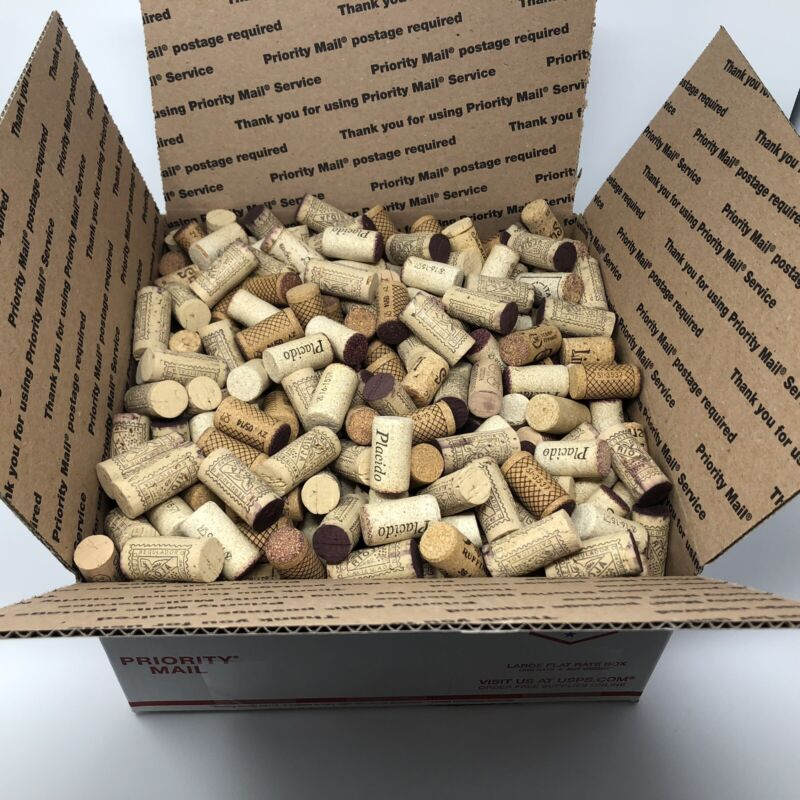 Lot of Over 500 Wine Bottle Corks For Craft Projects Used Mostly Natural Cork